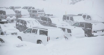 Những bức ảnh kinh hoàng nước Mỹ chìm trong băng giá vì bão tuyết