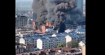 Cháy ngùn ngụt tại trung tâm thương mại Trung Quốc khiến 4 người chết