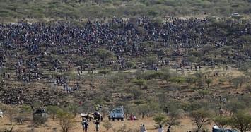 Cận cảnh ngôi làng bị hàng nghìn người đổ xô đến đào bới tìm kim cương