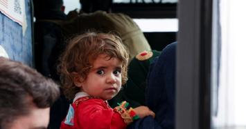 Người đàn ông Afghanistan bán con gái 4 tuổi để cứu đói cho gia đình