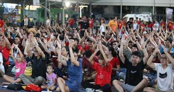 """Việt Nam vs Malaysia: Hàng nghìn cổ đông viên TP HCM """"bùng nổ"""" trước giờ bóng lăn"""