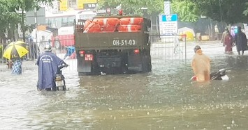 Phú Quốc có nơi ngập sâu 1m, hơn 1.500 người giúp dân chống ngập lịch sử