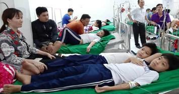 Hàng chục học sinh ở Cà Mau ngất xỉu