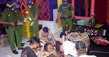 Bắt giang hồ xăm trổ mang ma túy vào karaoke Gold Star ở An Giang