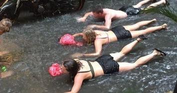 Hà Nội ngập nặng: Hình ảnh chèo thuyền, bơi lội trên đường như ở sông