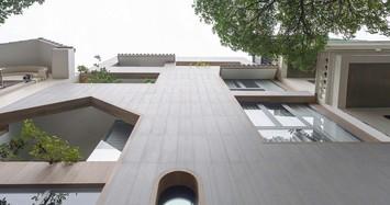 Cận cảnh ngôi nhà thiết kế nhiều mái vòm và cửa sổ ở Nam Định