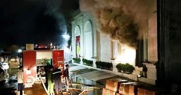 NÓNG: 3 cô gái tử vong trong vụ cháy quán bar X5 ở Vĩnh Phúc