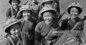 Ấn tượng bộ ảnh lịch sử mộc mạc về các nữ quân nhân Việt Nam thời chiến