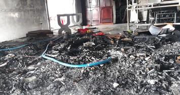 Thanh niên nghi ngáo đá đốt nhà rồi vào phòng vệ sinh cố thủ