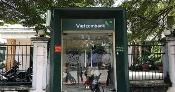 Cô gái 18 tuổi rút tiền ở trụ ATM Vietcombank bị cướp kề dao vào bụng