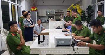Cảnh sát đọc lệnh bắt bà Phạm Thị Tuyết Nhung.