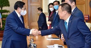 Thủ tướng Phạm Minh Chính gặp mặt các doanh nhân. Ảnh: Nhật Minh