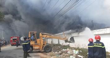 Cháy khủng khiếp ở công ty gỗ rộng 10.000 m2 tại Bình Dương