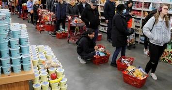 Dân Mỹ xếp hàng dài ở siêu thị để mua đồ dự trữ do lo ngại Covid-19