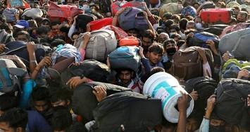Hàng nghìn lao động Ấn Độ 'cuốc bộ' về quê do đất nước bị phong toả vì Covid-19