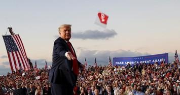 Tổng thống Trump trở lại vận động tranh cử sau khi ra viện