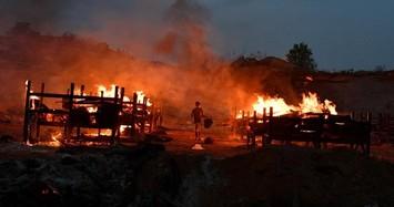 Cận cảnh lò hỏa táng cháy suốt ngày đêm ở Ấn Độ vì Covid-19