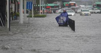 Cận cảnh Trung Quốc chìm trong biển nước do mưa lũ