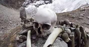 Hàng trăm bộ xương người dưới đáy hồ ở Ấn Độ