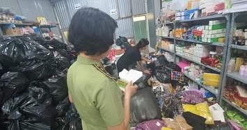 Thu giữ gần 11.000 mẫu đồ giả hàng hiệu của một tổng kho ở Hà Nội