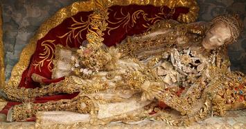 Những bộ hài cốt bao phủ vàng bạc châu báu đắt giá nhất thế giới