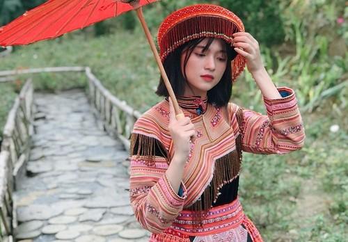 Em gái dân tộc Giáy đẹp hơn cả hotgirl