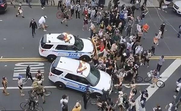 Video ghi lại cảnh cảnh sát tông xe vào đám đông biểu tình ở Mỹ gây sốc