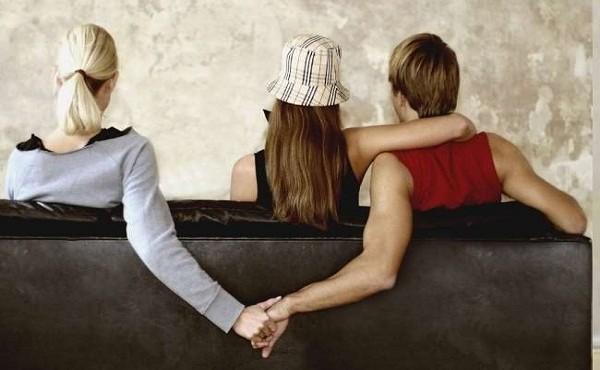 Chồng nói dối bị mắc COVID-19 để trốn vợ... đi gặp nhân tình