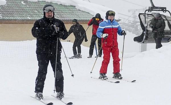 Chùm ảnh Tổng thống Nga Putin trượt tuyết cùng Tổng thống Belarus