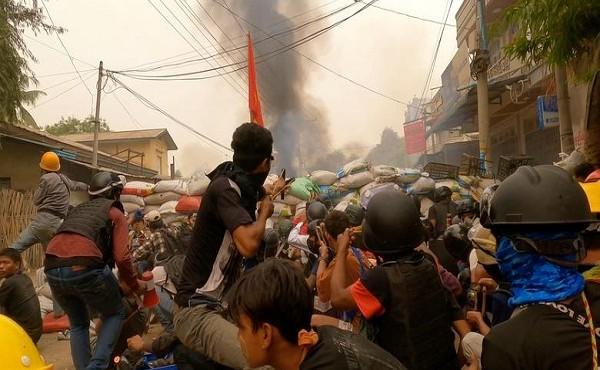 Thông tin mới nhất vụ người biểu tình Myanmar đụng độ với lực lượng an ninh