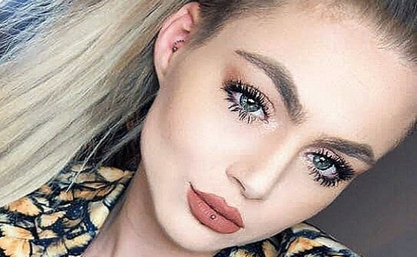 Cô gái treo cổ tự tử khi mất việc
