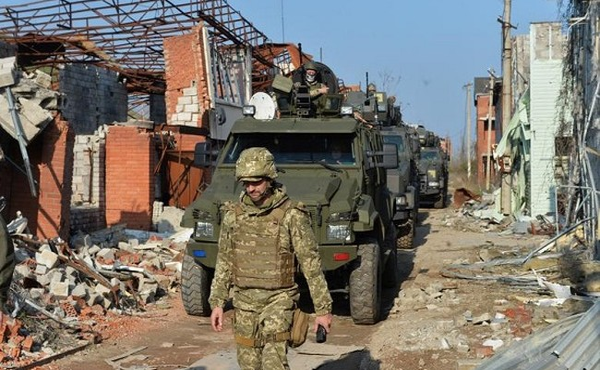 Ảnh hiện trường chiến trường ở miền Đông Ukraine