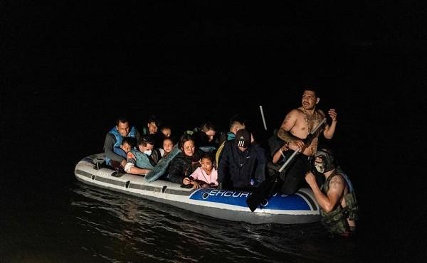 Di dân vẫn vượt sông vào Mỹ giữa đêm tối bất chấp hiểm nguy