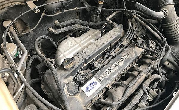 Mẹo vệ sinh khoang máy ôtô đơn giản