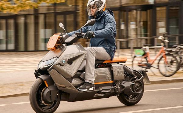 Cận cảnh chiếc xe máy điện có giá tới hơn 270 triệu đồng