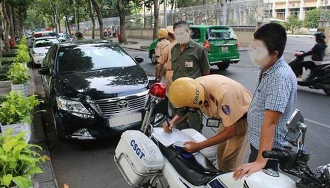 Dùng giấy phép lái xe quá hạn bị phạt bao nhiêu tiền?