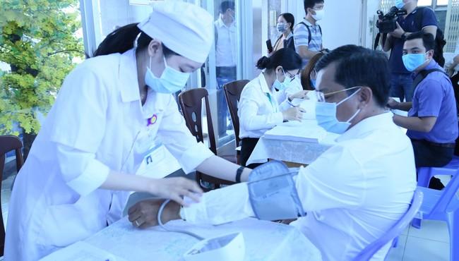 Tiêm thí điểm vắc xin phòng Covid-19 tại Cần Thơ