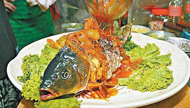 Món cá Âm Dương không dành cho người yếu tim ở Đài Loan