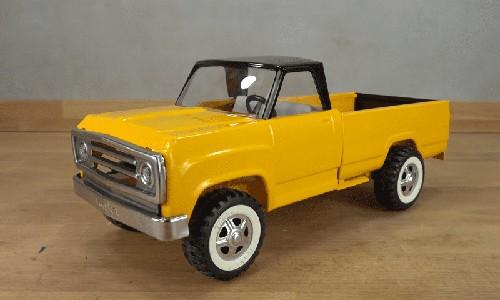 Xem dân chơi ôtô phục chế bán tải đồ chơi 45 tuổi