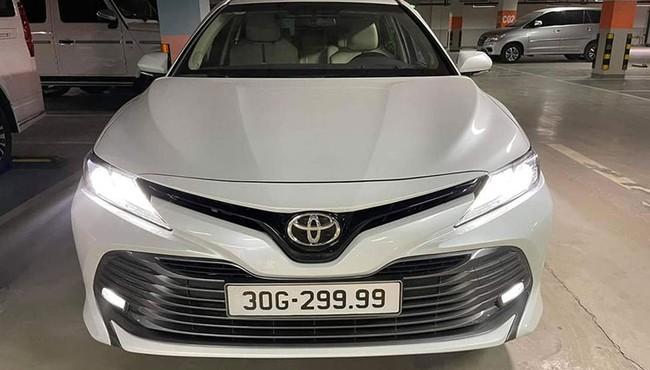 Toyota Camry có biển số tứ quý 9 được rao hơn 2 tỷ