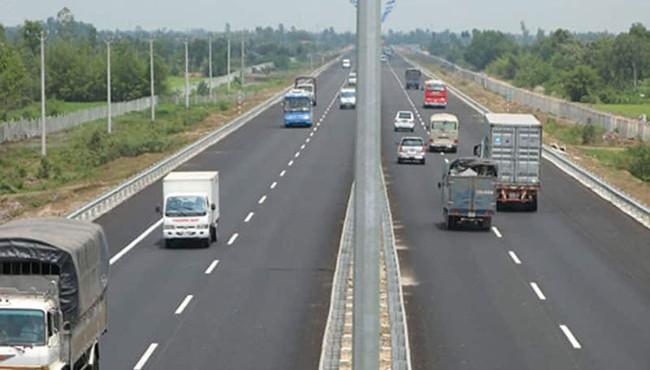 Bộ Tài chính đề xuất giảm 30% phí bảo trì đường bộ cho ôtô chở khách