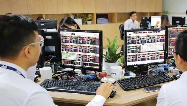VN-Index chính thức vượt ngưỡng 1.350 điểm phiên 17/9