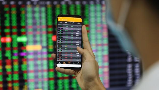 VN-Index bật tăng hơn 6 điểm về cuối phiên