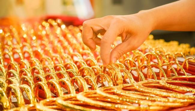 Giá vàng hôm nay: Vàng SJC tăng 100.000 - 200.000 đồng/lượng