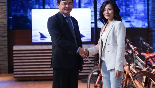 Shark Phú vì sao bị dư luận phản ứng sau khi đầu tư cho CEO xinh đẹp?
