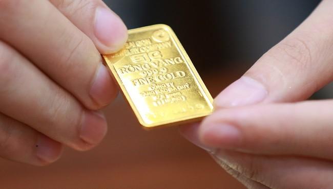 Giá vàng hôm nay: USD tăng giá, vàng bất ngờ lao dốc