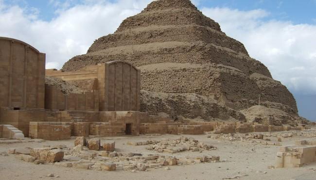 Điều ít biết về người xây dựng kim tự tháp Ai Cập đầu tiên