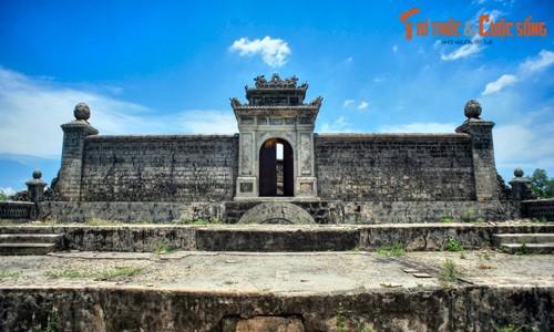 Vẻ tráng lệ của lăng mộ Đức Thánh Cung ở Huế