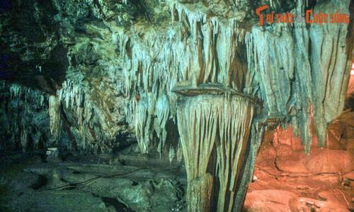 Câu chuyện tình buồn trong hang động nổi tiếng vùng Tây Bắc