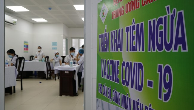116 nhân viên y tế ở Cần Thơ đã được tiệm vắc xin phòng COVID-19